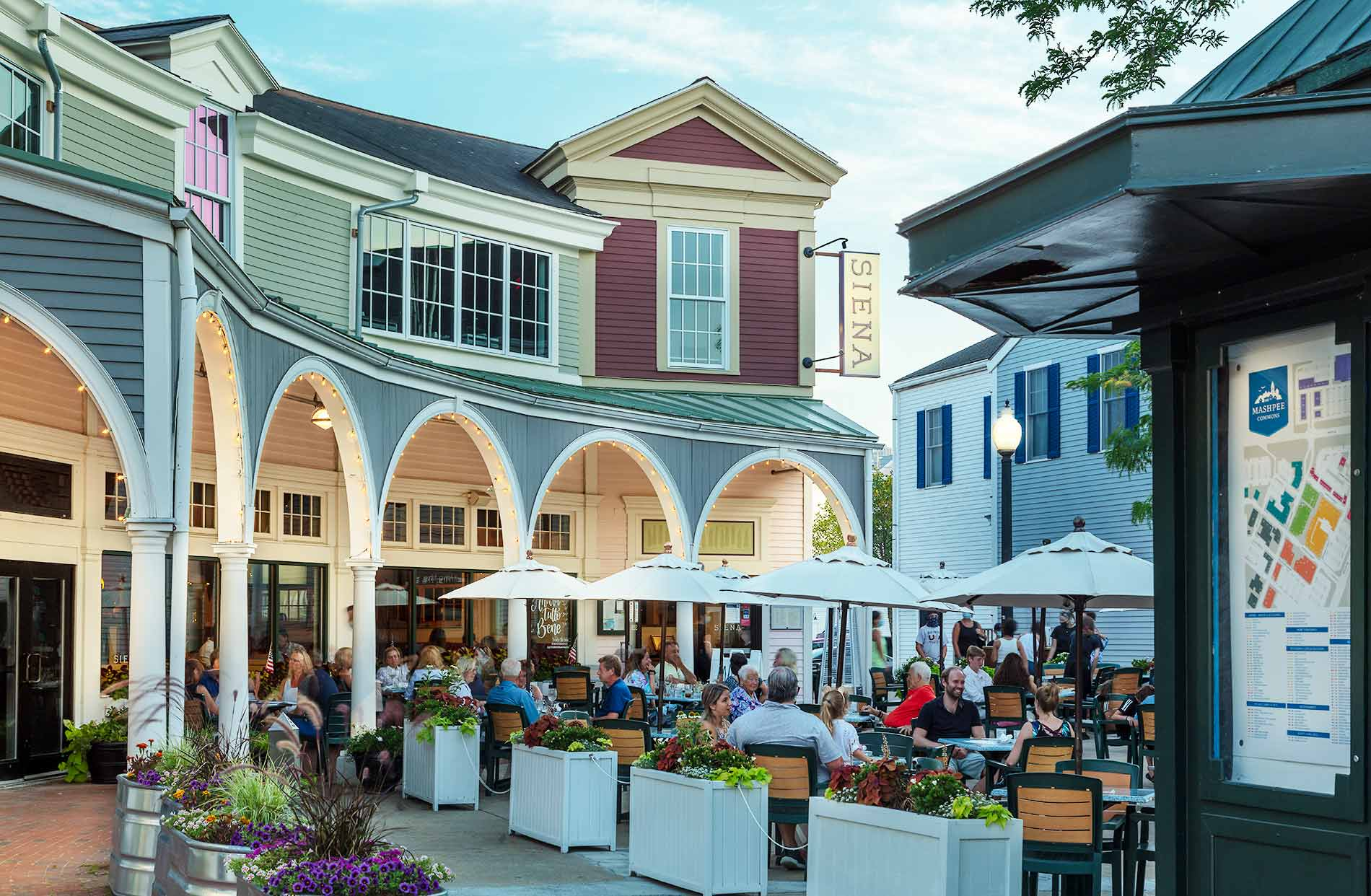 Cape Cod shopping and dining Mashpee Commons